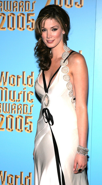 Delta+Goodrem+2005+World+Music+Awards+Arrivals+_fbmAhkbANRl