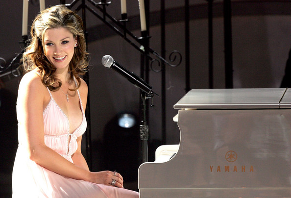Delta+Goodrem+2005+World+Music+Awards+Show+esXXVycdmS1l