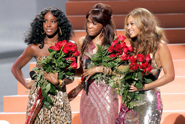 Kelly+Rowland+Michelle+Williams+2005+World+0AA0PFyQFCBl.jpg