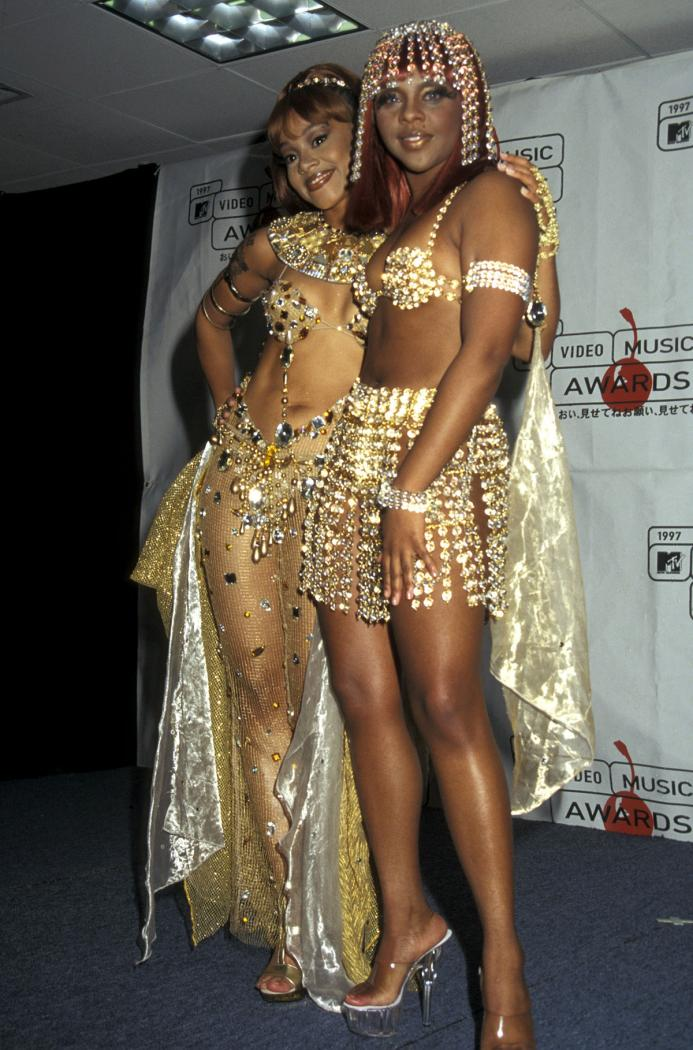4-craziest-vma-outfits-fb