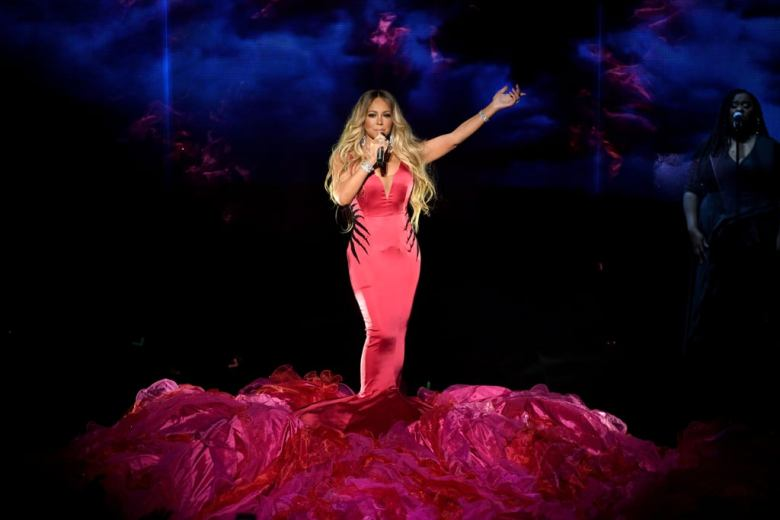 Mariah-Carey-2018-American-Music-Awards-Performance-Video (1)