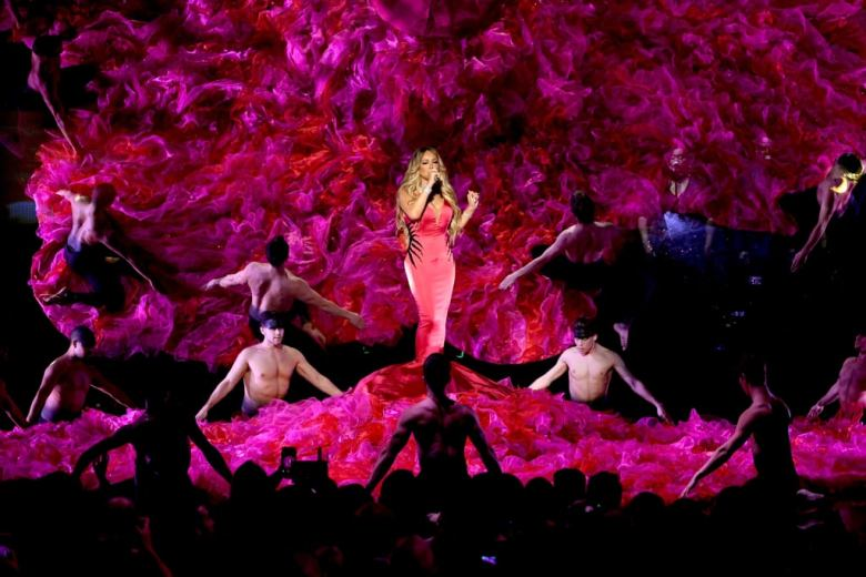 Mariah-Carey-2018-American-Music-Awards-Performance-Video (11)