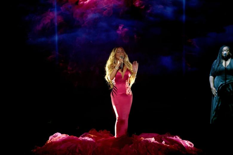Mariah-Carey-2018-American-Music-Awards-Performance-Video (2)