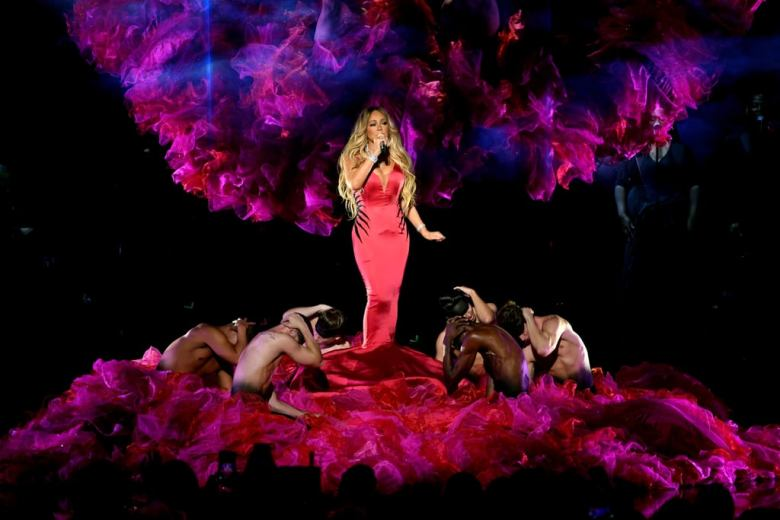 Mariah-Carey-2018-American-Music-Awards-Performance-Video (3)