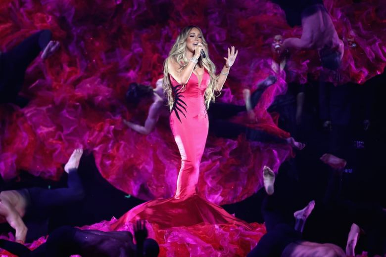 Mariah-Carey-2018-American-Music-Awards-Performance-Video (6)