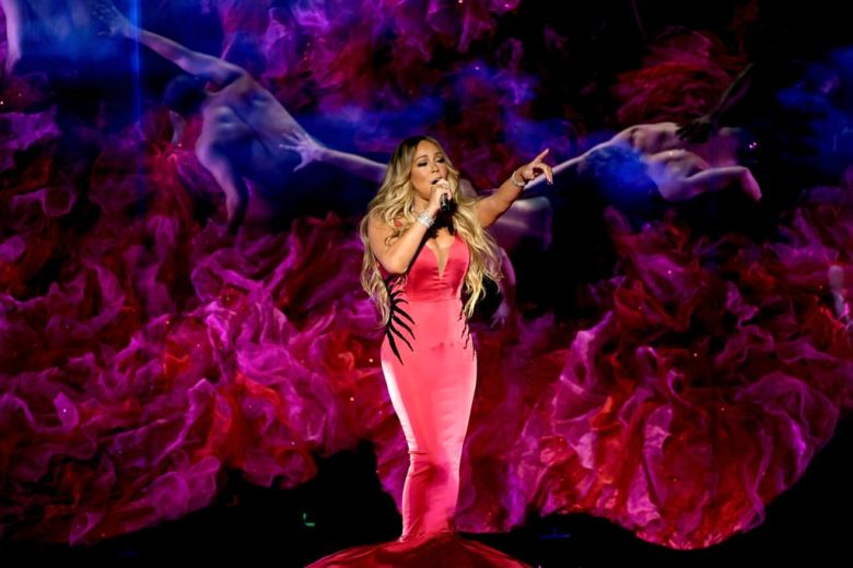 Mariah-Carey-2018-American-Music-Awards-Performance-Video (9)